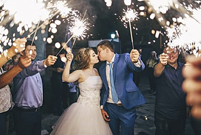 Купить бенгальские огни для свадьбы – не прогадать!